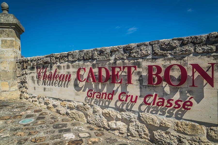 chateau-cadet-bon-cru-classe-gallery-mur-entree-1